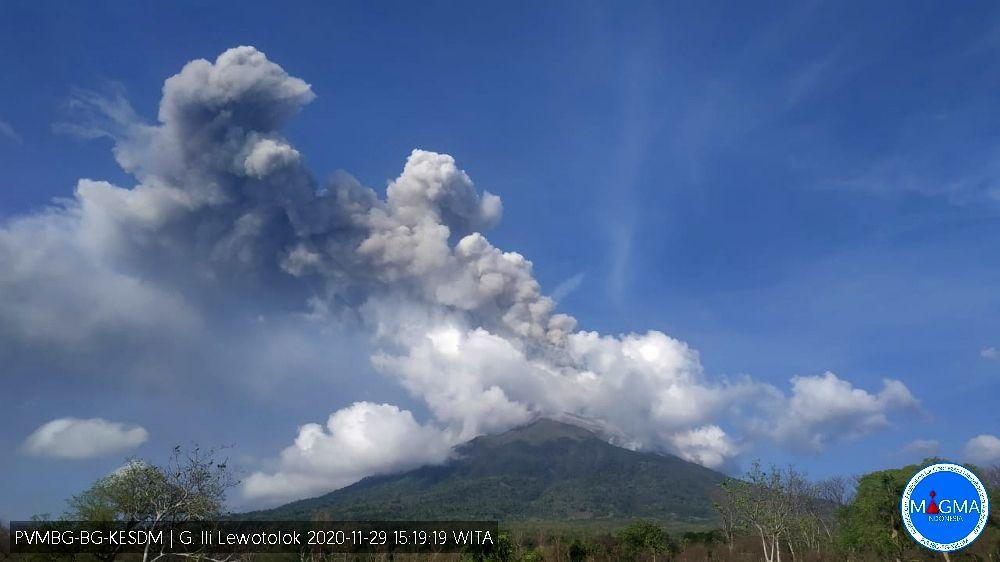 Ili Lewotolok - 29.11.2020 / 15h19 WITA - webcam PVMBG / Magma Indonesia
