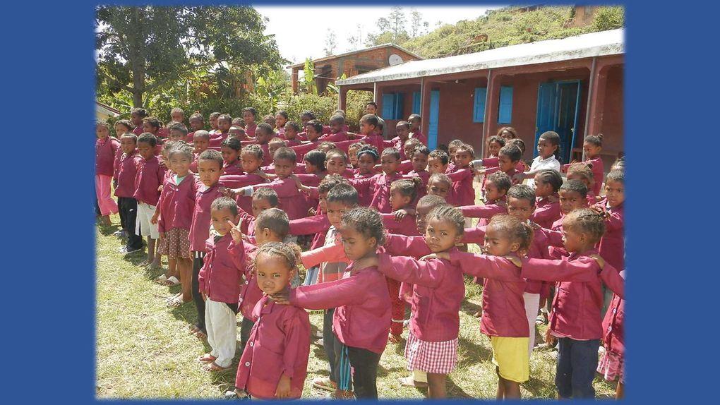 2ème échange : les élèves de l'école Tafita écrivent aux élèves de l'école de Cleppé.