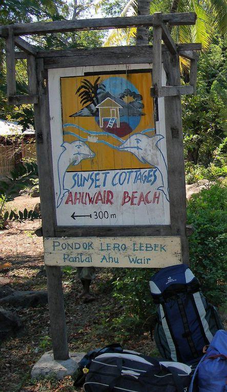 Décollage de Bali, arrivée à Maumere, son port, le marché, puis à l'est, plage et lieu-dit Sunset cottage, balade avec un pêcheur sur deux îles au nord de Sunset,