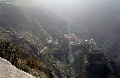 Fontainhas - das Dorf auf dem schmalen Felsgrad