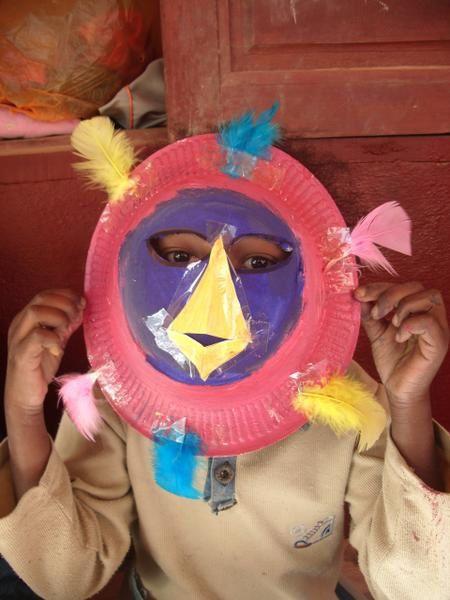 Quelques photos des activités que nous avons animées auprès des enfants de l'école: création de masques et de marionettes, jeux, danse.