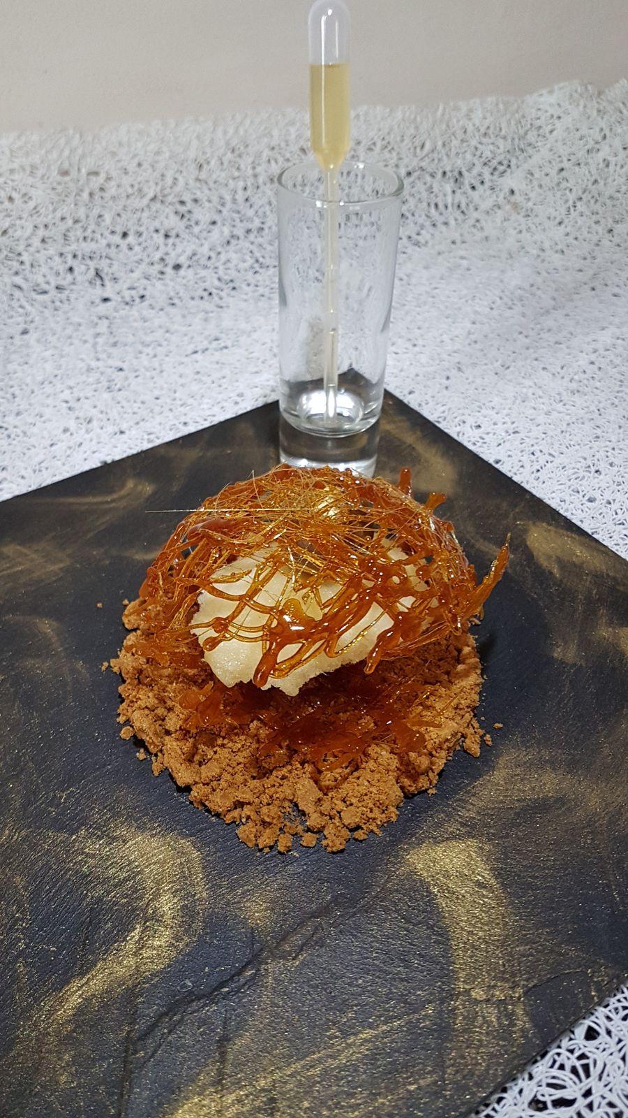 spécial fêtes de fin d'année n°11 -  huître perlière dans son écrin d'or sur lit de spéculoos