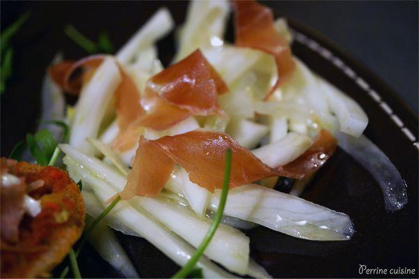 Bruschetta aux involtini de jambon cru et salade de fenouil citronnée