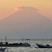 ALERTE: L'Indonésie décrète l'état d'alerte maximale à Bali - MOINS de BIENS PLUS de LIENS