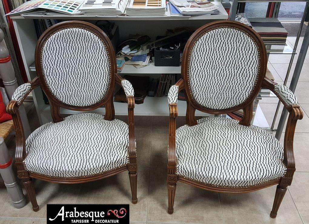 refection fauteuil louis XVI medaillon arabesque tapissier decorateur thiers tissu houles