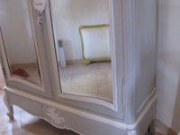 l'armoire Rocaille a trouvé sa place auprès de la commode bordelaise déjà patinée style Gustavien