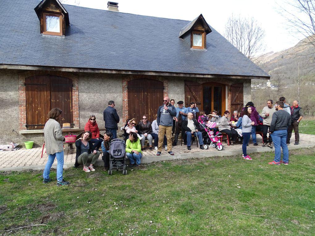 En ce lundi de Pâques, les Aderviellois sont descendus nombreux au gite Laribère. Après une chasse aux oeufs sous un ciel clément, parents et enfants  ont participé à une fin d'après-midi festive, au gîte, organisé par le comité des fêtes d'Adervielle.