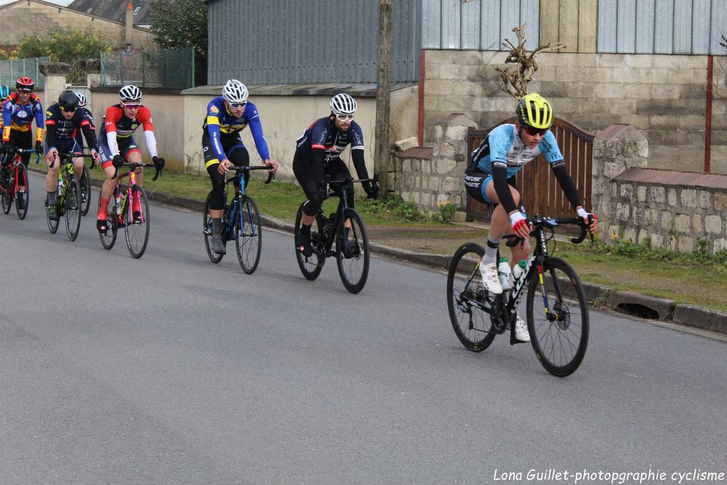 https://www.facebook.com/Lona-Guillet-photopgraphie-cyclisme-101394204626877/