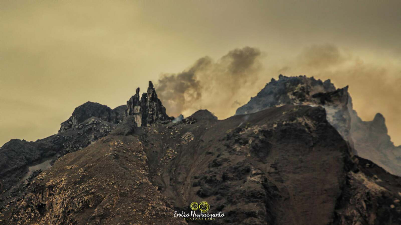 Sinabung - the summit on 06.05.2021 from another angle- photo Endro Rusharyanto - one click to enlarge