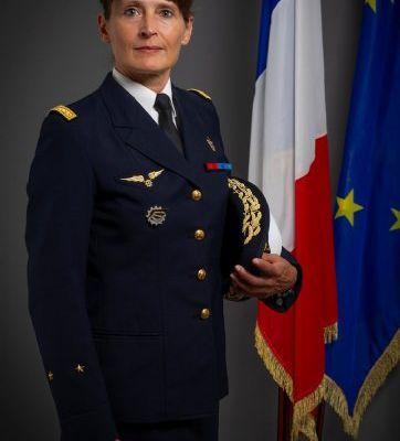 L'ASSOCIATION DU MÉMORIAL NATIONAL DES VÉTÉRANS DES ESSAIS NUCLÉAIRES RECONNUE PAR MADAME LA GÉNÉRALE DE DIVISION DE L'ARMÉE DE L'AIR, VÉRONIQUE BATUT, SECRÉTAIRE GÉNÉRALE DU CONSEIL SUPÉRIEUR DE LA RÉSERVE MILITAIRE (CSRM) ET DE LA GARDE NATIONALE, POUR LE DYNAMISME DE SES ACTIONS ET DU LIEN QU'ELLE ENTRETIENT ENTRE LES VÉTÉRANS ET LA JEUNE GÉNÉRATION.