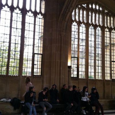 Voyage en Angleterre Journée 3 : Nos élèves sur les bancs D'Oxford !