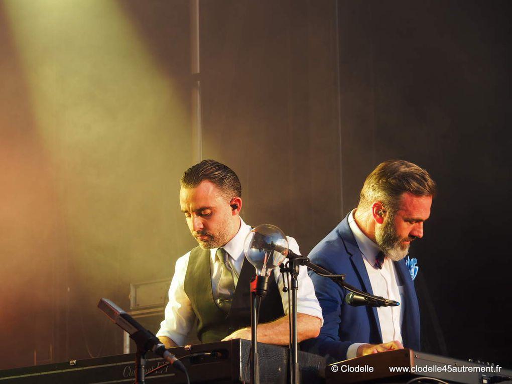 ELECTRO DE LUXE : Photos d'un concert dynamique et classieux à FESTICOLOR 2016