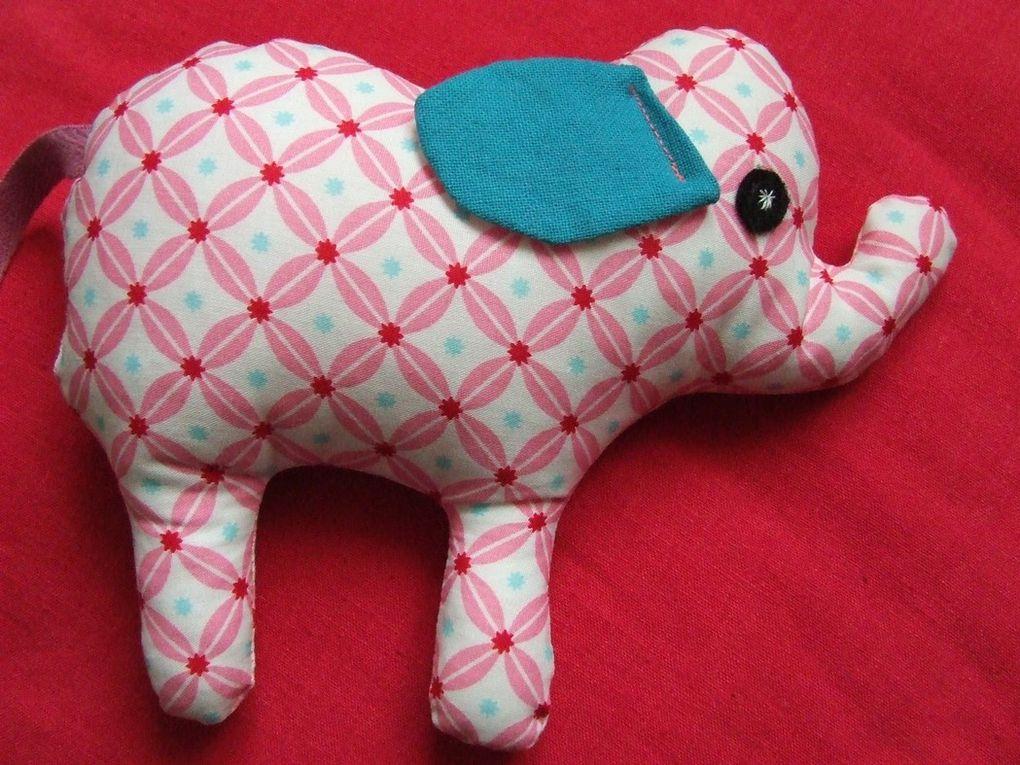 Doudou éléphant tout en coton à câliner ou simplement pour décorer. Lavable à 40°. Toutes les pièces sont cousues même les yeux !