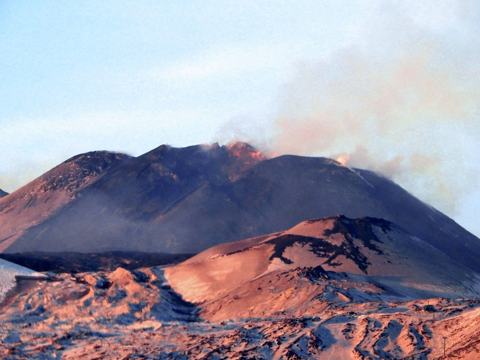 Etna Crater of the South-East seen at the end of the afternoon of December 15, 2020 by the Milia zone (southwest side); the calm of the moment shows the morphological changes following the activity of December 13. - photo INGV