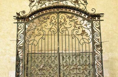 Dans la série, prends la porte, en voici quelques unes ... De Provins à Tonnerre.