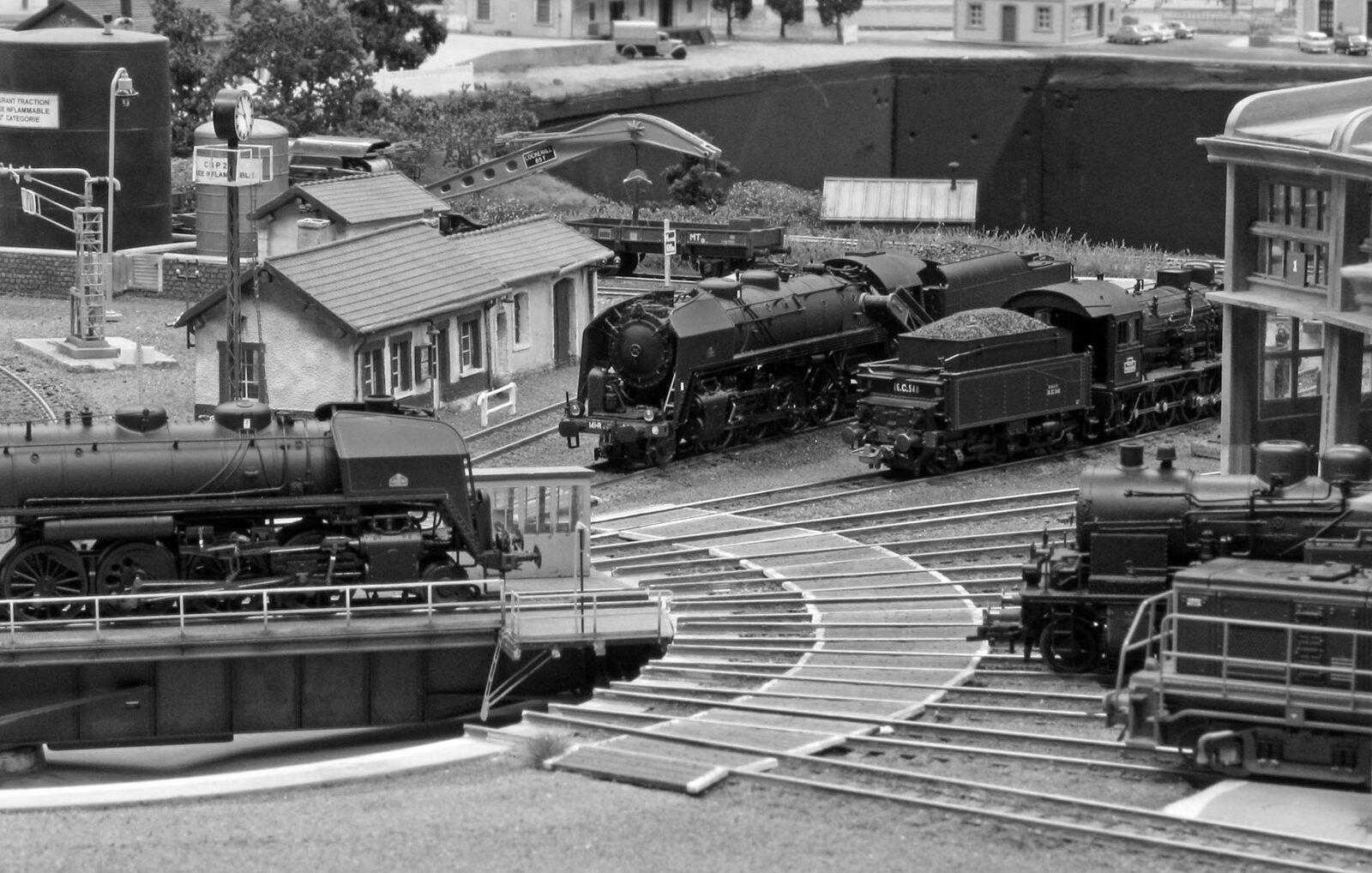 Au milieu des années 50, la vapeur règne encore en maître au dépôt de Noisy-le-Petit.