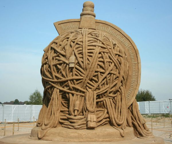 Tangled, a geek's nightmare. Sand sculptures in Xanten, Germany. Photo #17 by Frank Vincentz