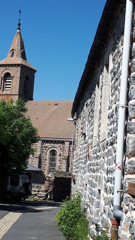 vue de l'hébergement , église ...