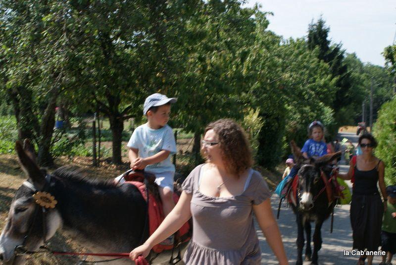 sourires d'enfants, quand ils font connaissance avec nos ânes!