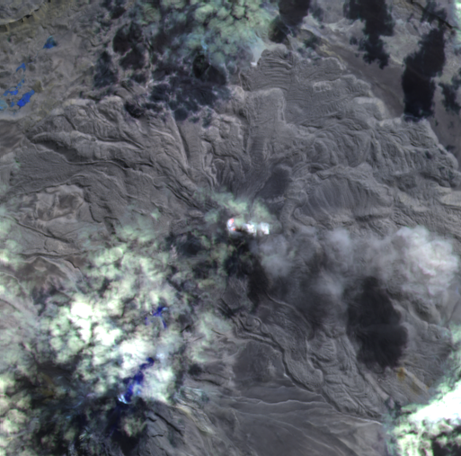 Sabancaya - thermal anomalies, with 2 hot spots in the crater - image Sentinel-2 bands 12,11,8A of 06.28.2021 / 2:57 p.m. - one click to enlarge