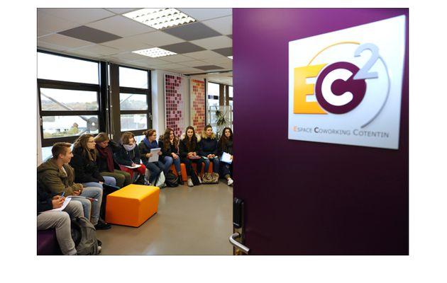 Des lycéens visitent la pépinière d'entreprises