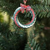Mini Christmas wreath decorations DIY | The Crafty Gentleman