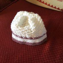 un joli bonnet pour poupée 40 cm