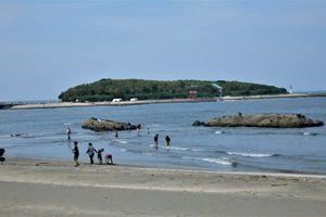 Aoshima (2) ... Une île et son sanctuaire, une plage et un port de pêche