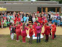 Beim Sommerfest des Kindergartens St. Bilhildis wurde ausgelassen gefeiert, gespielt und gelacht