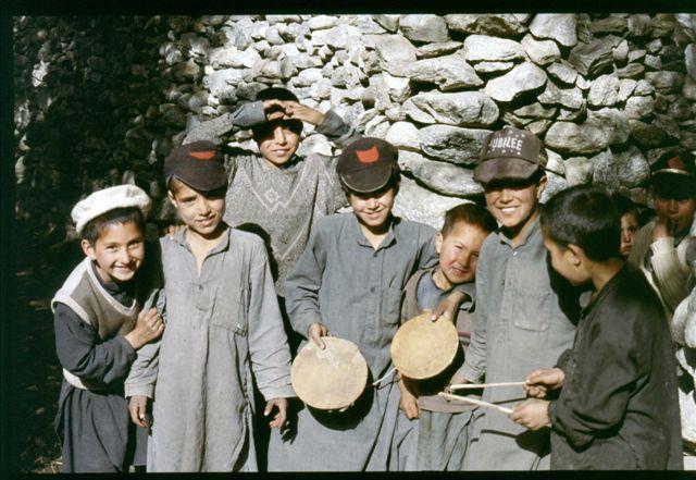 Voyage dans la Province du Nord ouest du Pakistan au départ de Peshawarà travers les vallées de Swat, Dir et Chitral pour atteindre la frontière afghane à Garam Chasma. Puis, passage par le col de Shandur pour rejoindre Gilgit et la vallée de H