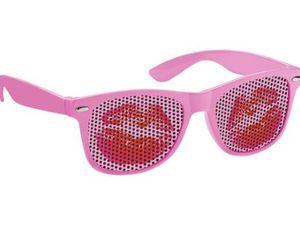 Gafas de sol con su marca, un regalo de impacto.