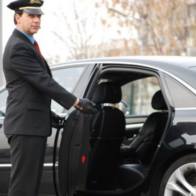 Factors to Consider When Selecting Private Car Hire with professional driver