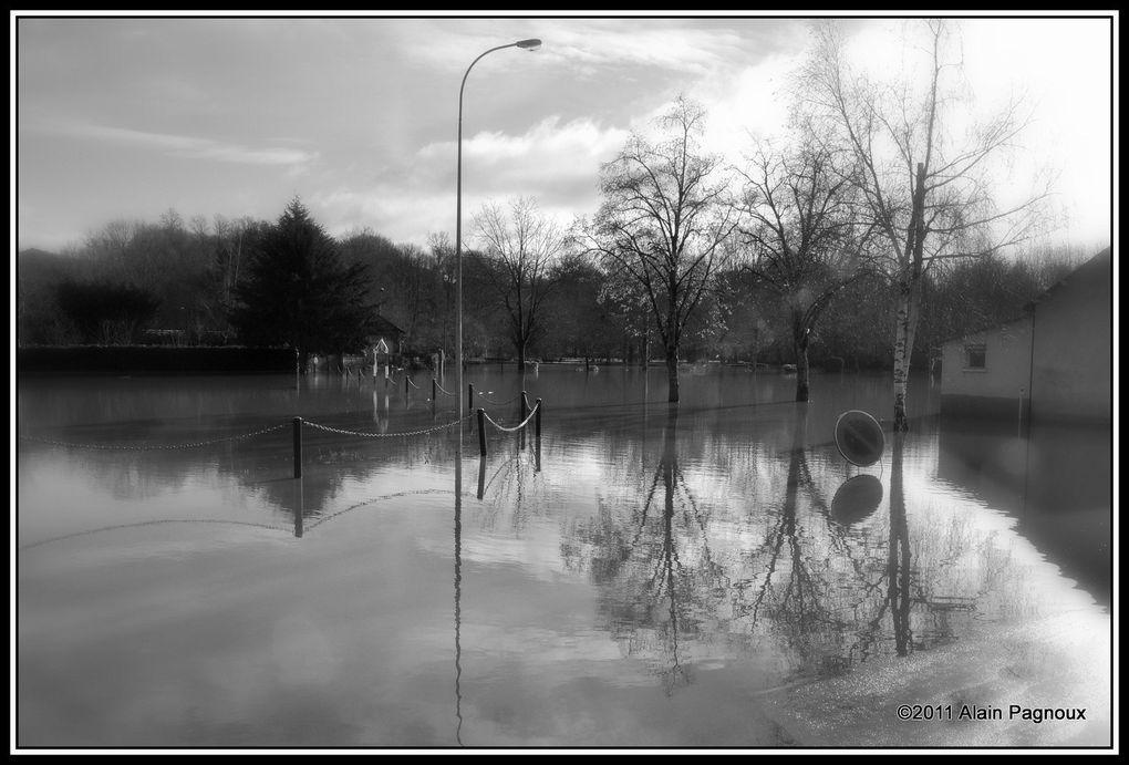 Décembre 2011; la Charente est sortie de son lit ; petite balade vers la rocade pour immortaliser cet évènement.