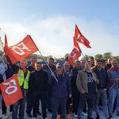 Haute-Loire. Bas-en-Basset: en grève, les salariés de Bonna Sabla bloquent leur usine