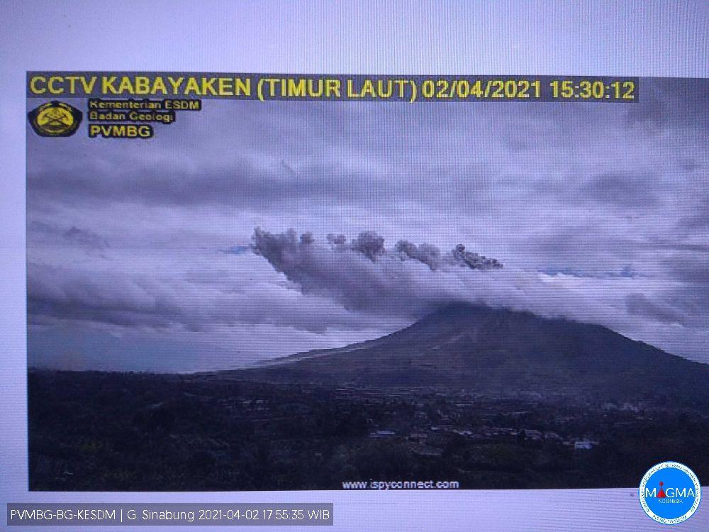 Sinabung  - panache éruptif à  500 m. le 02.04.2021 / 15h30  - Magma Indonesia