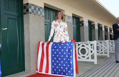 #Deauville2017 - Cabine des Planches Laura Dern Photo Call Inauguration - Photos & Vidéos