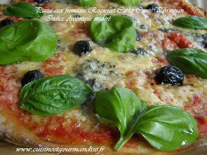 Pizza aux fromages. Roquefort Carles, parmesan, comté râpé, tomates, basilique Indice glycémique bas Cook expert de Magimix www.cuisineetgourmandise.fr