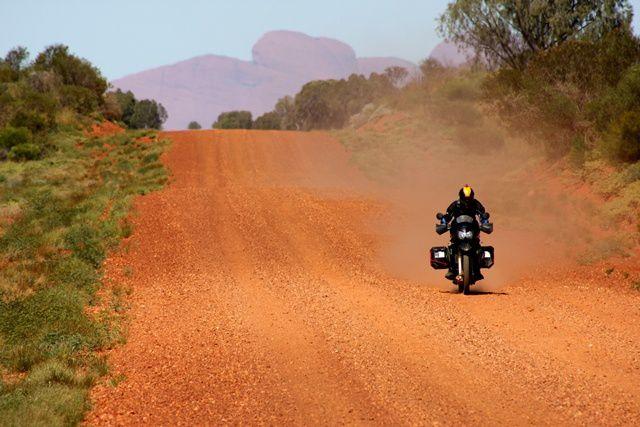 Départ le 27 mars 2011 du South Beach Café à Fremantle, Western Australia. 3500km dont 2500km de pistes pour rejoindre Alice Springs au centre de l'Australie...