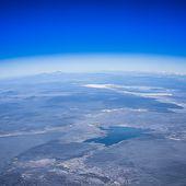 """Tunisie: La terre """"plate, fine, fixe et située au centre de l'univers"""". Cette thèse déchaîne les passions"""