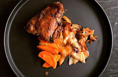 Poulet au sésame noir et légumes confits au soja