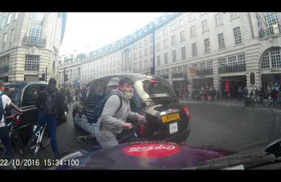 Petits cons londoniens à vélo !