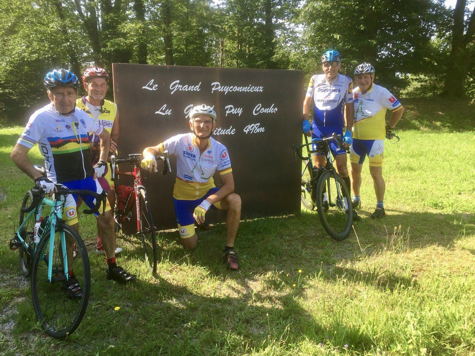 Les cyclos à l'assaut du col du Grand Puyconnieux