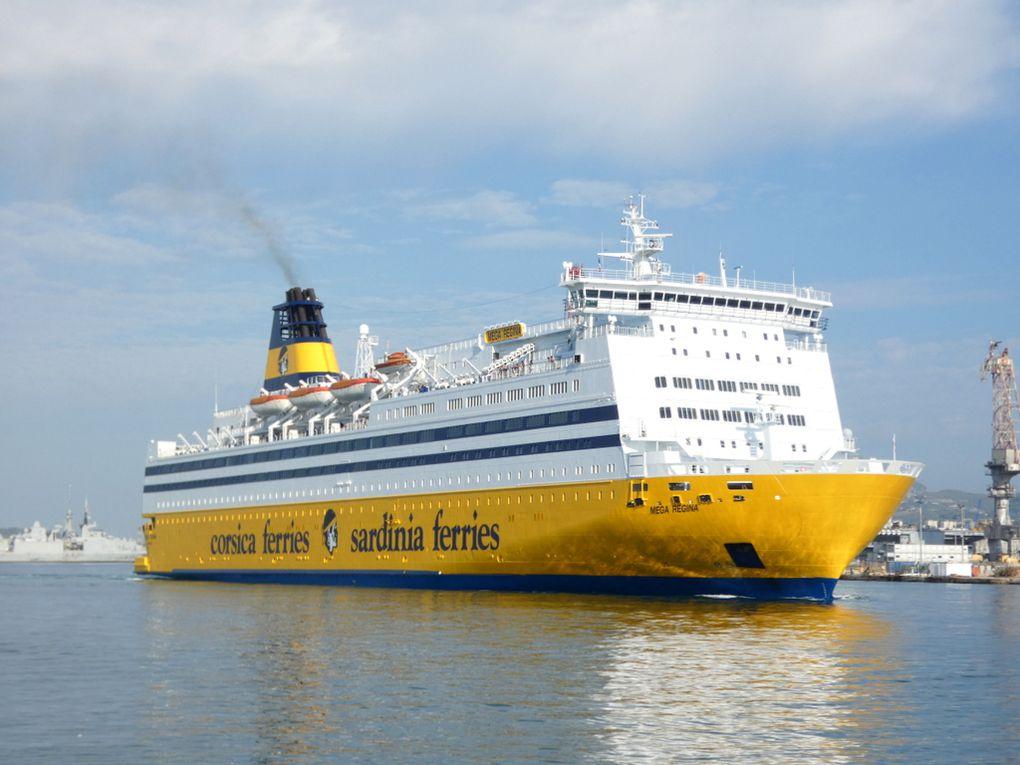 MEGA  REGINA , arrivant à TOULON , pour sa première escale dans le port  le 25 juillet 2021