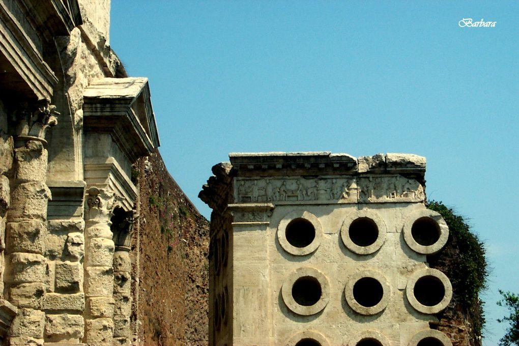 Lungo le Mura Aureliane all'altezza di Porta Maggiore, così denominata perchè indicava ai pellegrini la strada per Santa Maria Maggiore, sul lato esterno è situato un originale monumento funebre di epoca repubblicana che riproduce un forno.