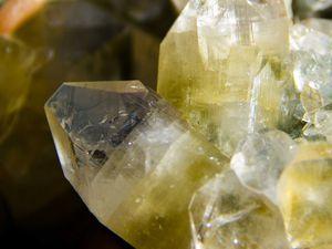 Green Apophyllite with Stilbite on Chalcedony (Calcédoine) from Sawda Mine, Jalgaon, India (size: Museum XXL)