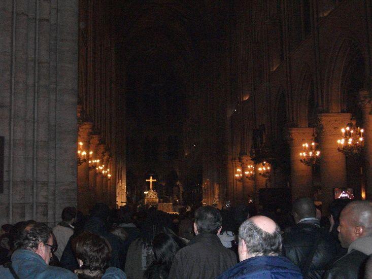 Ma participation à la messe dite par le cardinal Vingt-Trois. Elle a eu lieu le 16 janvier 2010 dans la cathédrale Notre-Dame de Paris. Moja účasť na spomienkovej omši na obete na Haiti.   Omša celebrovaná 16. januára 2010 kardinálom André