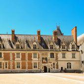 Qui a construit le château de Blois ?