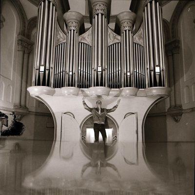 charlie o., un organiste qui mêle orgue d'église et électronique, production étonnante d'originalité et d'inventivité