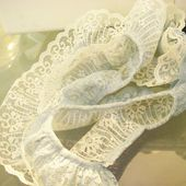 Missie Krissie: Tutorial: how to make vintage lace flowers...