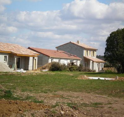 Panneau solaire et sortie de toit